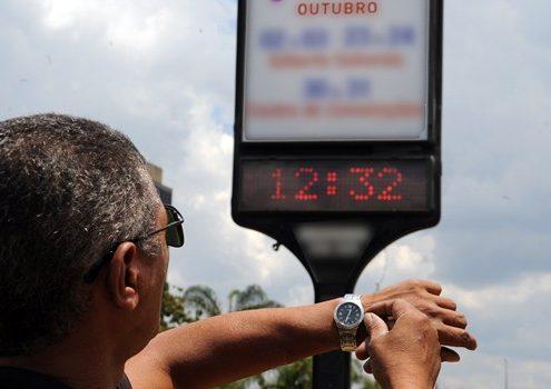 Renato Araújo/ABr  Brasília - Os moradores das regiões Sul, Sudeste e Centro-Oeste devem adiantar o relógio em uma hora a partir da 0h de domingo (17), com o início do horário de verão