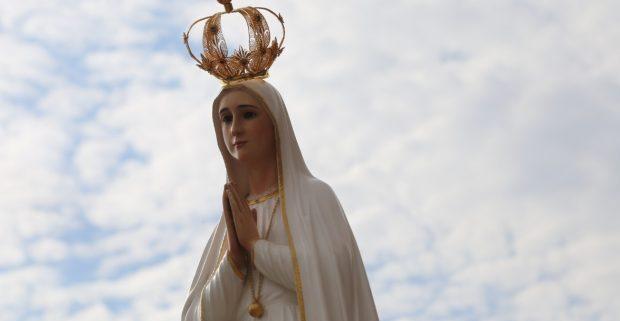 """""""Momento histórico"""". É assim que o padre Rodrigo de Castro, reitor do Santuário Sagrada Família, define a chegada da imagem da Nossa Senhora de Fátima. (Foto: Luisa Tiemi)"""
