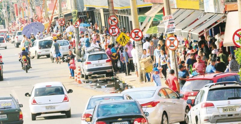 Movimentação na Região da Rua 44 na tarde de quarta-feira (Foto: André Costa)