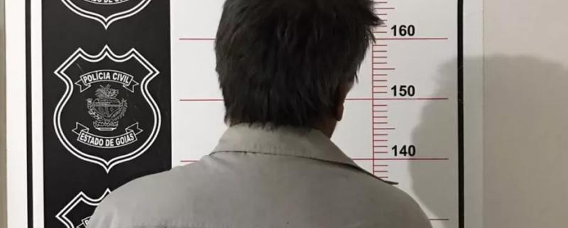 Homem, de 52 anos, foi preso por suspeita de estupro de vulnerável após denúncia da filha, de 12, em Turvânia (Foto: Divulgação/Polícia Civil)